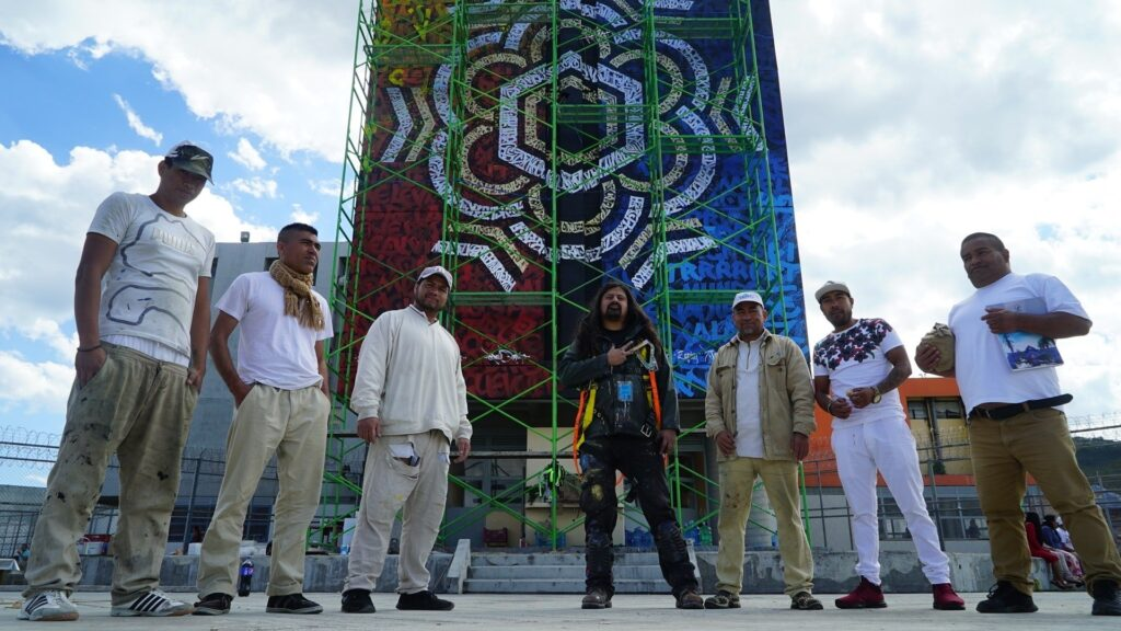 The Mexican artist Said Dokins with the prisoners of the Michoacan penitentiary to his mural calligraphy art